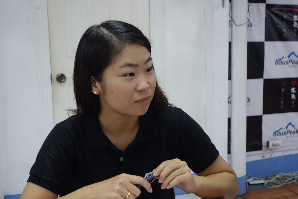 雑談内容のレベルの高さに耳を疑う日本語禁止校のインタビュアー、Mihoさん
